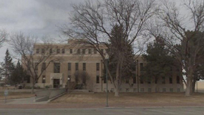 A picture of the front of the Lea County Courthouse.